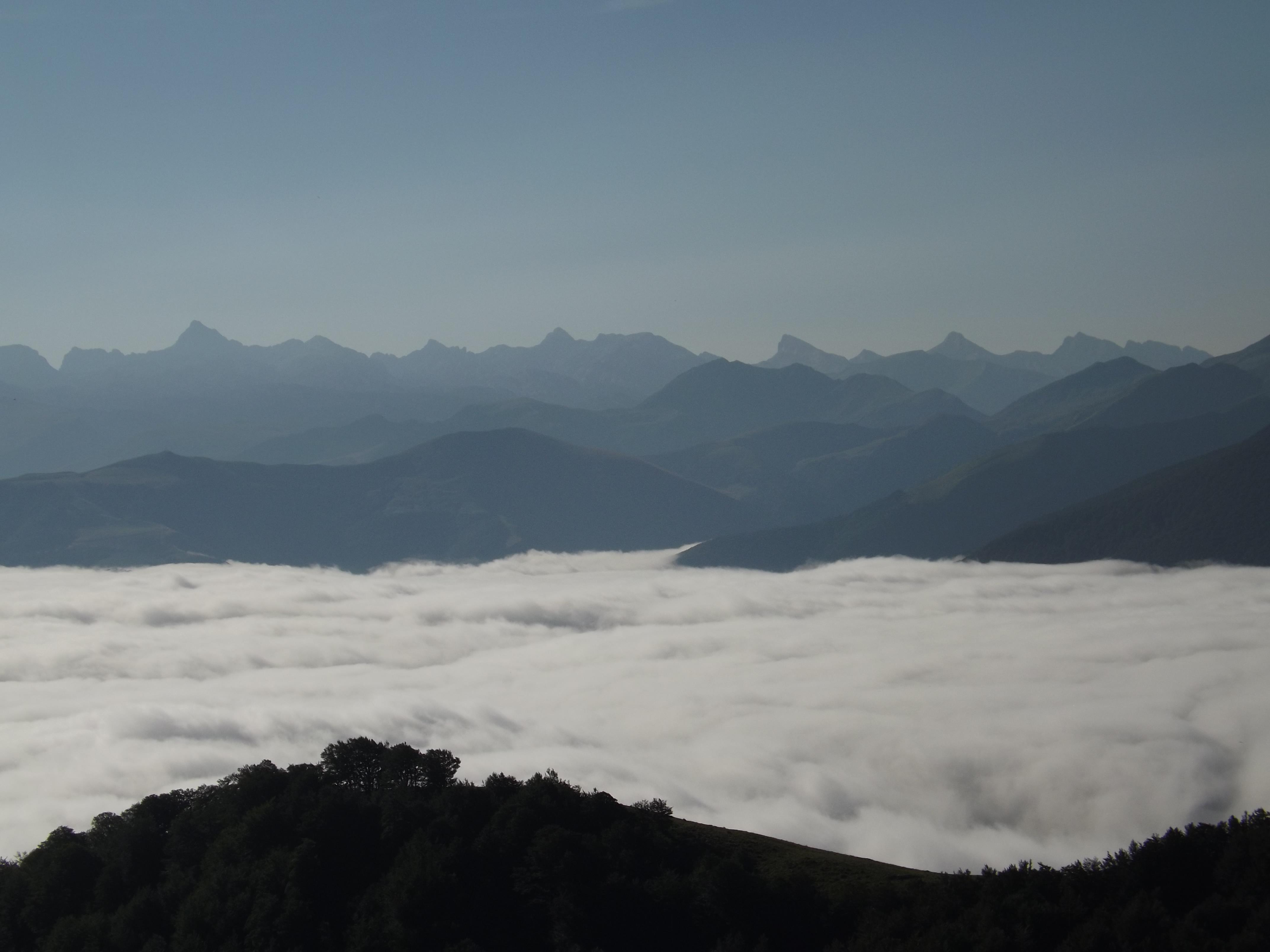 Mer de nuage sur les montagnes